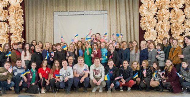 Фахівець з американської жестової мови Мішель Фріз побував у Київському коледжі легкої промисловості. мішель фріз, досвід, жестова мова, порушення слуху, співпраця