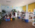 Першу в області медіатеку та ресурсну кімнату відкрили в Олешках (ФОТО). медіатека, олешки, особливими освітніми потребами, ресурсна кімната, інклюзивна освіта, indoor, floor, ceiling, person, wall, clothing, book, shelf, bookcase, room. A group of people in a room