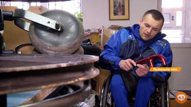 Інвалідність – не вирок: спортсмен-візочник допомагає пораненим бійцям (ВІДЕО)