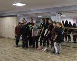 «Мы хотим донести людям, что у всех есть равные возможности», – Total Answer Dance (ВИДЕО). total answer dance, занятие, инвалидность, инклюзия, танцевальная студия, floor, ceiling, indoor, clothing, person, footwear, wall, ground, man, smile. A group of people posing for the camera