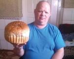 Без ніг у візку пече торти, хліб…. роман процик, взаєморозуміння, кулінарія, підтримка, інвалід, person, indoor, food, blue