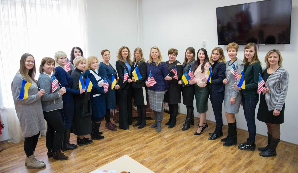 Фахівець з американської жестової мови Мішель Фріз побував у Київському коледжі легкої промисловості