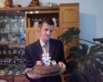 Молодий чоловік із Рівненщини, попри проблеми зі здоров'ям, назбирав у лісі тонни викинутого скла. тарас стець, вада, недуг, скло, суспільство, person, birthday cake, indoor, candle, man, cake, food, dessert, baked goods, birthday. A man standing in front of a table