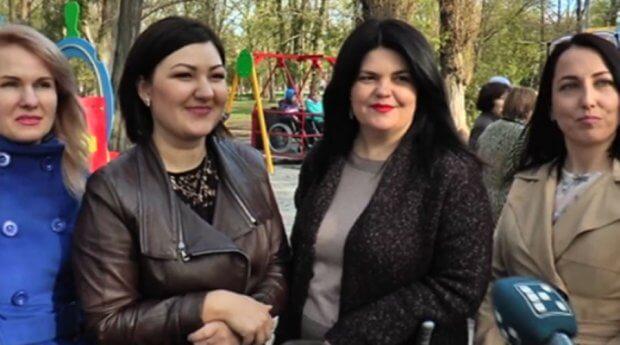 У Кропивницькому ідею чотирьох мам, які виховують дітей з інвалідністю, втілили в життя (ВІДЕО) КРОПИВНИЦЬКИЙ ДОСТУПНИЙ ЗРУЧНИЙ ІНВАЛІДНІСТЬ ІНКЛЮЗИВНИЙ МАЙДАНЧИК