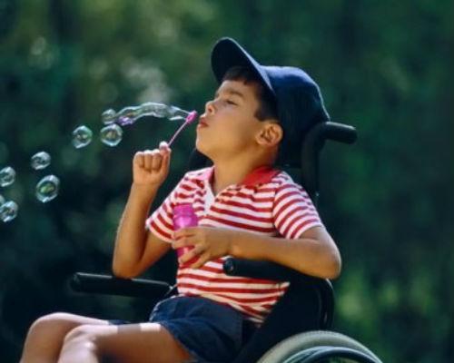 Оздоровлення та відпочинок дітей з інвалідністю!. артек, бахмут, відпочинок, оздоровлення, інвалідність, tree, person, outdoor, toddler, child, human face, clothing, baby, girl. A little girl sitting in a chair