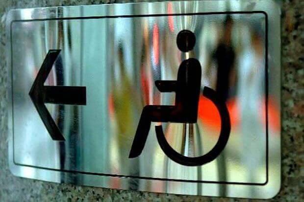 Результати дистанційного моніторингу забезпечення доступності громадської приймальні МОЗ України для осіб з інвалідністю. моз, громадська приймальня, доступність, моніторинг, інвалідність, abstract, art, screenshot. A close up of a metal bench