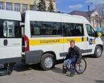 Соціальне таксі: полтавський досвід. полтава, перевезення, соціальне таксі, інвалідний візок, інвалідність, outdoor, road, sky, land vehicle, vehicle, bus, wheel, transport, bicycle, van. A person with a bicycle in front of a bus