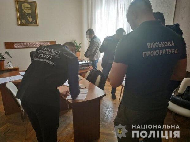 На Житомирщині поліцейські затримали посадовця після отримання хабара ЖИТОМИРЩИНА НЕПРАВОМІРНА ВИГОДА ПОСАДОВЕЦЬ ХАБАР ІНВАЛІДНІСТЬ