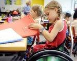 Інклюзія в дитсадках: МОН рекомендує надавати послуги дітям влітку. здо, мон, ооп, послуга, інклюзія, person, indoor, clothing, land vehicle, wheel, wheelchair. A person sitting at a table