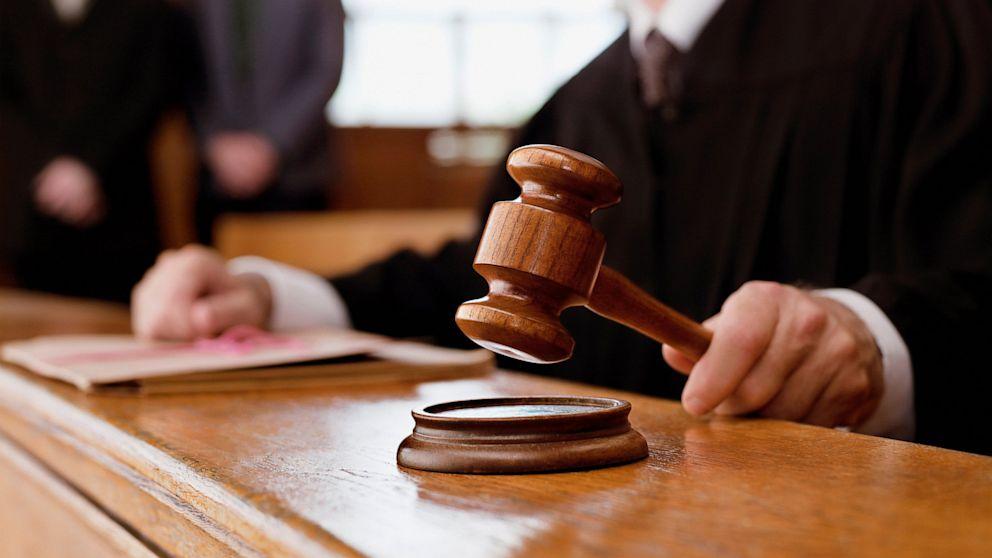 На Хмельниччині засуджено колишнього заступника голови об'єднаної територіальної громади, яка одержала 1,5 тис доларів США неправомірної вигоди за вплив на прийняття рішення медико-соціальною експертною комісією