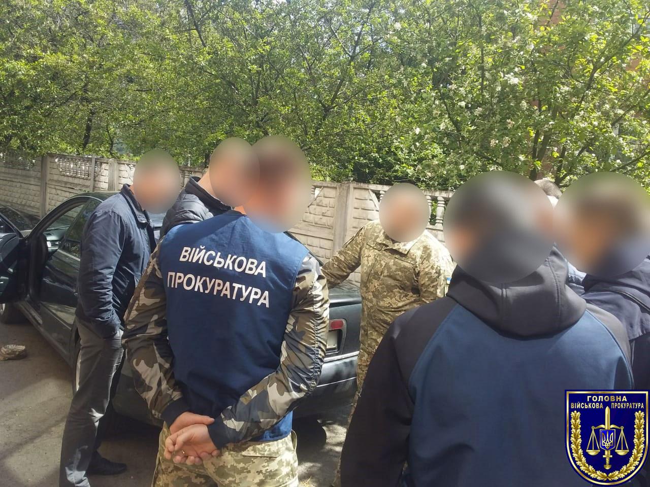 На 11 тис грн хабара викрито медика та військовослужбовця Рівненщини (ФОТО)