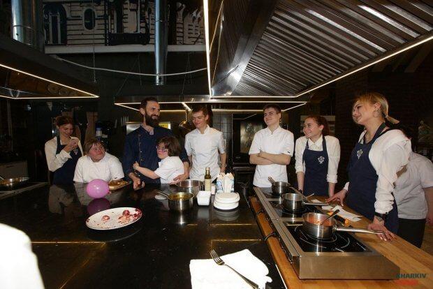 Как в Харькове работает социально ответственный бизнес: стать шеф-поваром? — Не вопрос!. харьков, инвалидность, проект снег на голову, ресторан, шеф-повар