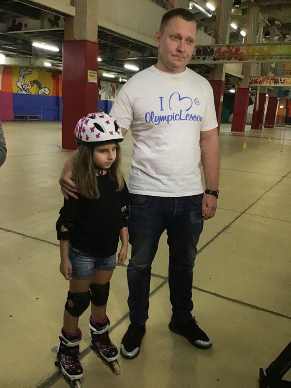 Незрячая украинка в свои шесть лет катается на роликах, занимается борьбой и играет на фортепиано. афина остапенко, инвалидность, незрячая, рекордсменка, спортсменка