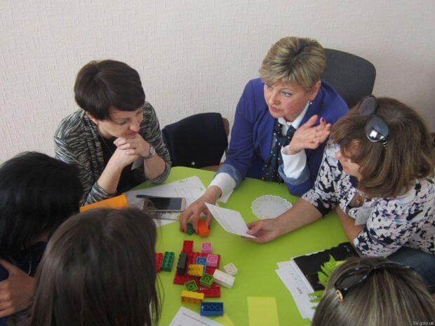 Педагогів ЗДО вчать працювати з дітьми з особливими освітніми потребами. здо, лисичанськ, засідання, особливими освітніми потребами, соціалізація