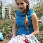 Школярка з Осокорівки вишиває… однією рукою