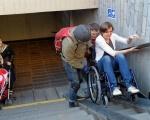 Доступно – лише на папері?. дбн, доступність, облаштування, інвалідність, інклюзивний простір, person, bicycle, wheelchair, clothing, wheel, bicycle wheel, land vehicle, footwear, helmet, vehicle. A group of people in a room