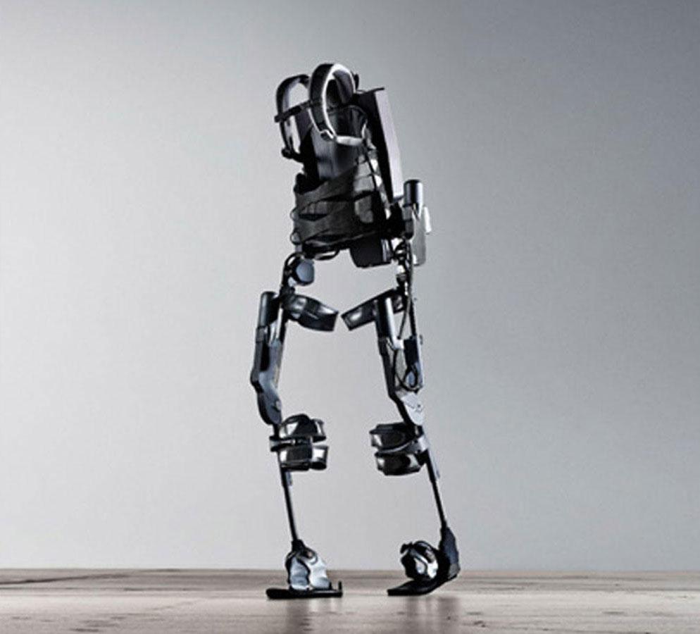 Французская компания создала экзоскелет, которым можно пользоваться без помощи костылей
