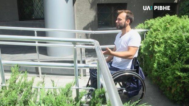 """""""Доступно.UA"""" перевіряє Рівне на доступність для маломобільних людей. дмитро щебетюк, рівне, доступність, інвалідність, інспекція"""