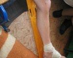 У Софіївській виправній колонії на Дніпропетровщині порушуються права засуджених з інвалідністю. іпр, софіївська виправна колонія, візит, засуджений, інвалідність, person, feet, indoor, floor, legs, footwear, sandal, limb, toe, barefoot. A person sitting on a chair