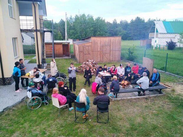 """Колектив ГО """"Асоціація осіб з інвалідністю """"Добродія в дії"""" активно відпочивав на березі озера Світязь. ковель, світязь, відпочинок, змагання, інвалідність"""
