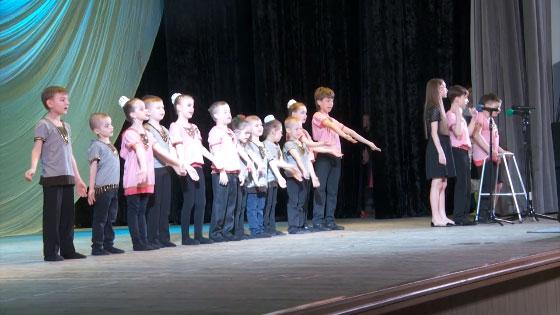 «Особливий» концерт відбувся у Рівному (ВІДЕО). крок, рівне, центр реабілітації, концерт, інвалід, person, clothing, dancer, dance, man, posing. A group of people posing for the camera