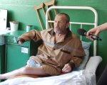 Реабілітація за ґратами (ВІДЕО). софіївська виправна колонія, недолік, перевірка, порушення, інвалідність, person, clothing, human face, man, green. A person sitting on a bed