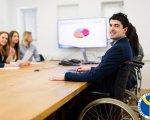 У Світловодську людям з інвалідністю допомагає знайти роботу служба зайнятості. світловодськ, працевлаштування, роботодавець, центр зайнятості, інвалідність, person, indoor, clothing, wheelchair. A group of people sitting at a table