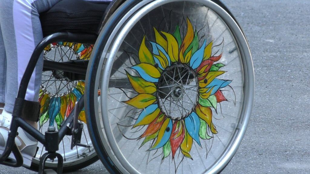 Чи можна створити світ без обмежень у країні з обмеженнями. доступність, круглий стіл, суспільство, фестиваль, інвалідність, ground, outdoor, bicycle, auto part, art, tire, wheel. A bicycle parked on the side of a road