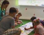 У СОК «Супутник» організовані відпочинкові зміни для інклюзивних дітей (ФОТО, ВІДЕО). кременчук, сок супутник, відпочинок, табір, інвалідність, person, indoor, toddler, child art, child, clothing, human face, girl, young, classroom. A group of people sitting at a table