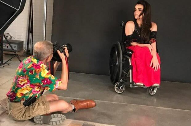 """""""Я завжди відчувала підтримку оточення, але мені бракувало свободи дій"""". олександра кутас, модель, суспільство, інвалідний візок, інвалідність"""