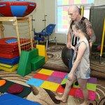 Світлина. У Лозовій Сергій Чернов ознайомився з роботою закладів для дітей з особливими потребами. Новини, інвалідність, допомога, інклюзивно-ресурсний центр, Центр комплексної реабілітації, Лозова
