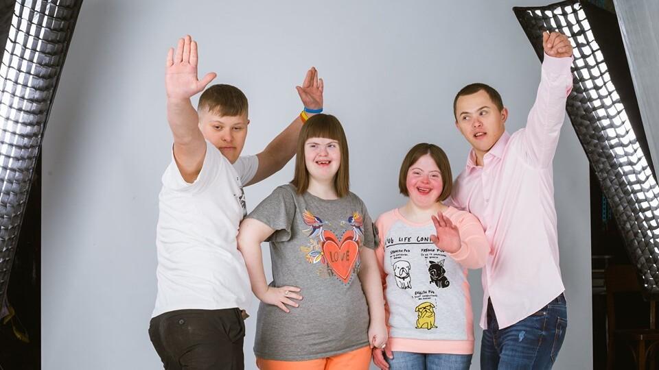 «Усі бачать хворобу, а не мене»: у Луцьку влаштували фотосесію для людей з інвалідністю (ФОТО)