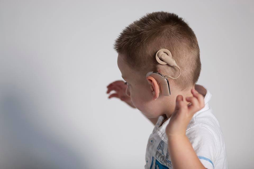Слух можна повернути. До кінця року 24 дитини з Прикарпаття отримають кохлеарні імпланти