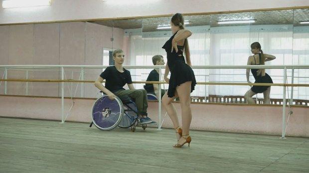 16-річна Єва Шестак і 15-річний Даниїл Гірчук професійно займаються спортивними танцями. чернігів, вчителька, образа, петиция, танцювальна пара