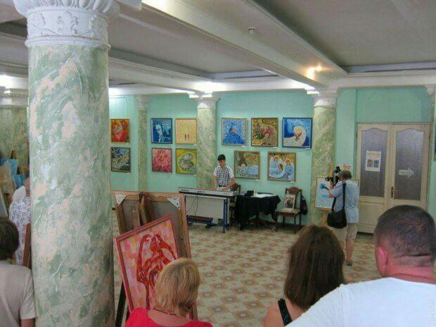 Одесский Стиви Уандер: талантливый студент создает музыку на слух и мечтает увидеть окружающий мир. богдан кирияк, композитор, музыка, слепой, студент