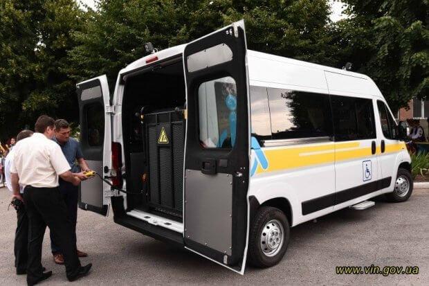Тульчинська громада першою в області отримала спеціалізований автомобіль для людей на візках. тульчинська громада, автомобіль, перевезення, соціальне таксі, інвалідність