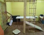 У Покровську відкрито Інклюзивно-ресурсний центр (ФОТО). ірц, покровск, діалог, особливими освітніми потребами, інвалідність, floor, indoor, table, chair, ladder, furniture. A person sitting on a chair in a room