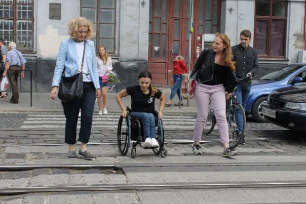 Від Військового госпіталю (вул. Личаківська, 27) у Львові до села Зимна Вода Ірині зазвичай доводиться добиратись близько 1,5 години. ірина царук, львів, доступний, суспільство, інвалідність