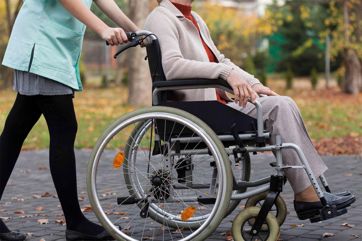 Які документи треба подати для оформлення догляду за людьми похилого віку і особами з інвалідністю