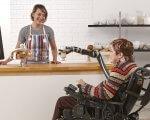 Канадці створили роборуку для інвалідного крісла (ВІДЕО). jaco, kinova robotics, пристрій, роботизована рука, інвалідне крісло, person, clothing, woman, human face. A person sitting on a counter