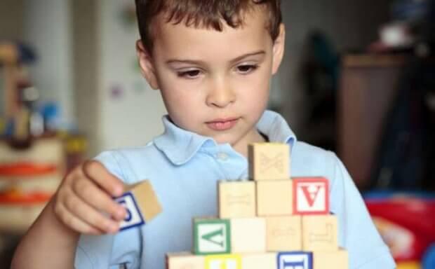 У Чернівцях вже 8 років поспіль діти-аутисти мають змогу навчатися у звичайній школі. чернівці, аутизм, аутист, особливими освітніми потребами, інклюзивна освіта
