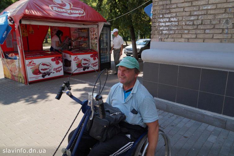 Людина з особливими потребами скаржиться на те що не може дістатися до процедур через відсутність пандусів (ВІДЕО). слов'янськ, лікарня, пандус, процедура, труднощі