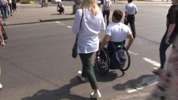Заклади Черкас перевіряли на доступність для маломобільних людей. дмитро щербатюк, черкаси, доступність, перевірка, інвалідність