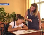 Шістнадцятирічна абітурієнтка Наталія Макогон написала заяву про вступ до 9-го училища у Кропивницькому (ВІДЕО). кропивницький, наталія макогон, бухгалтер, училище, інвалідний візок