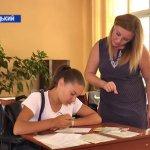 Шістнадцятирічна абітурієнтка Наталія Макогон написала заяву про вступ до 9-го училища у Кропивницькому (ВІДЕО)