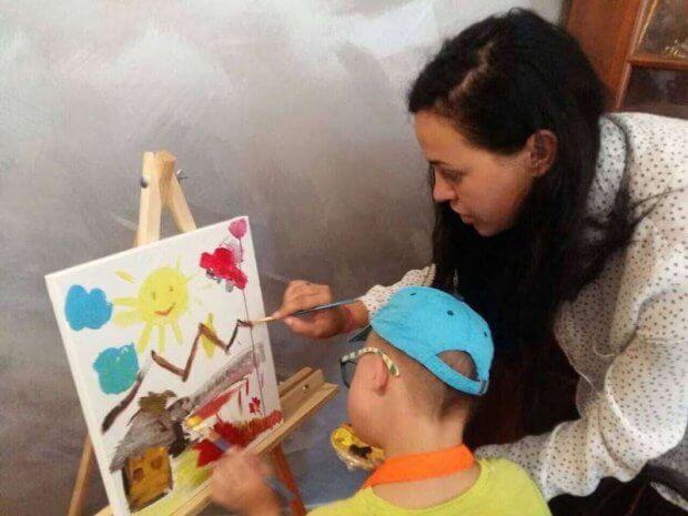 Мистецтво долає бар'єри. Особливі дітки створювали особливі картини. чернівці, проект, студія живопису, інвалідність, інклюзивність