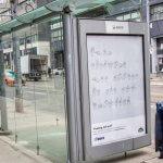 Для залучення уваги до проблем інклюзії в Торонто (Канада) встановили зупинку зі скла, в яку неможливо увійти