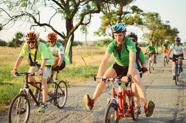 На тандемах до Берліну: в Івано-Франківську стартує велопробіг незрячих і зрячих велосипедистів