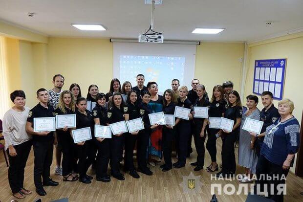 Почути кожного: прикарпатські поліцейські опанували основи української жестової мови. івано-франківськ, жестова мова, поліцейський, порушення слуху, тренинг