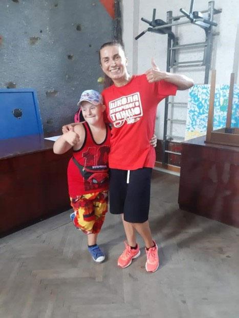 Координатор проєкту «Танцюю, як усі» Олена Коваль: «На велику сцену вийдуть дітки з інвалідністю разом зі здоровими дітьми і будуть танцювати, незважаючи ні на що»